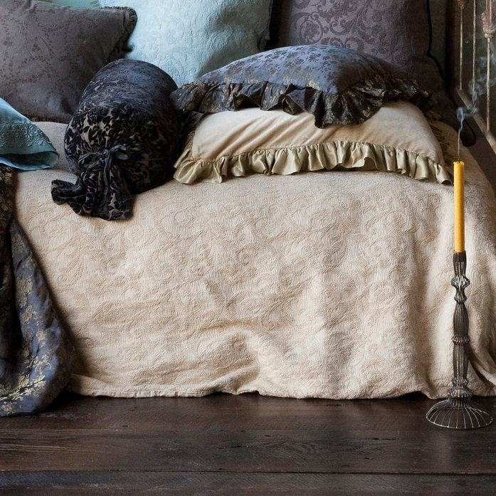 Lovely Bella Notte Coverlet Adele